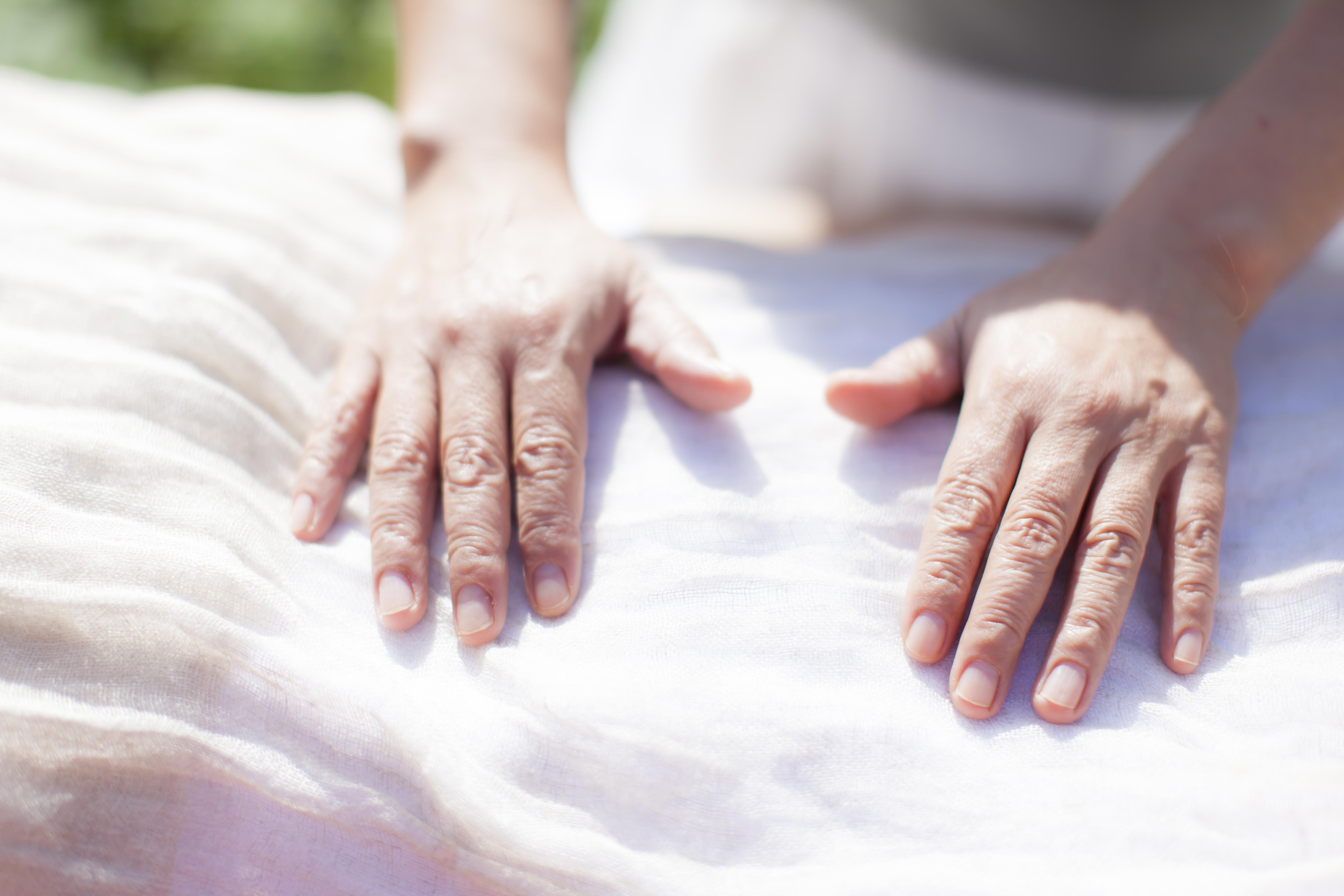 ただ触れる ゆったりセラピー エサレンアプローチ エサレンボディワーク エサレンマッサージ 心で触れるボディワーク
