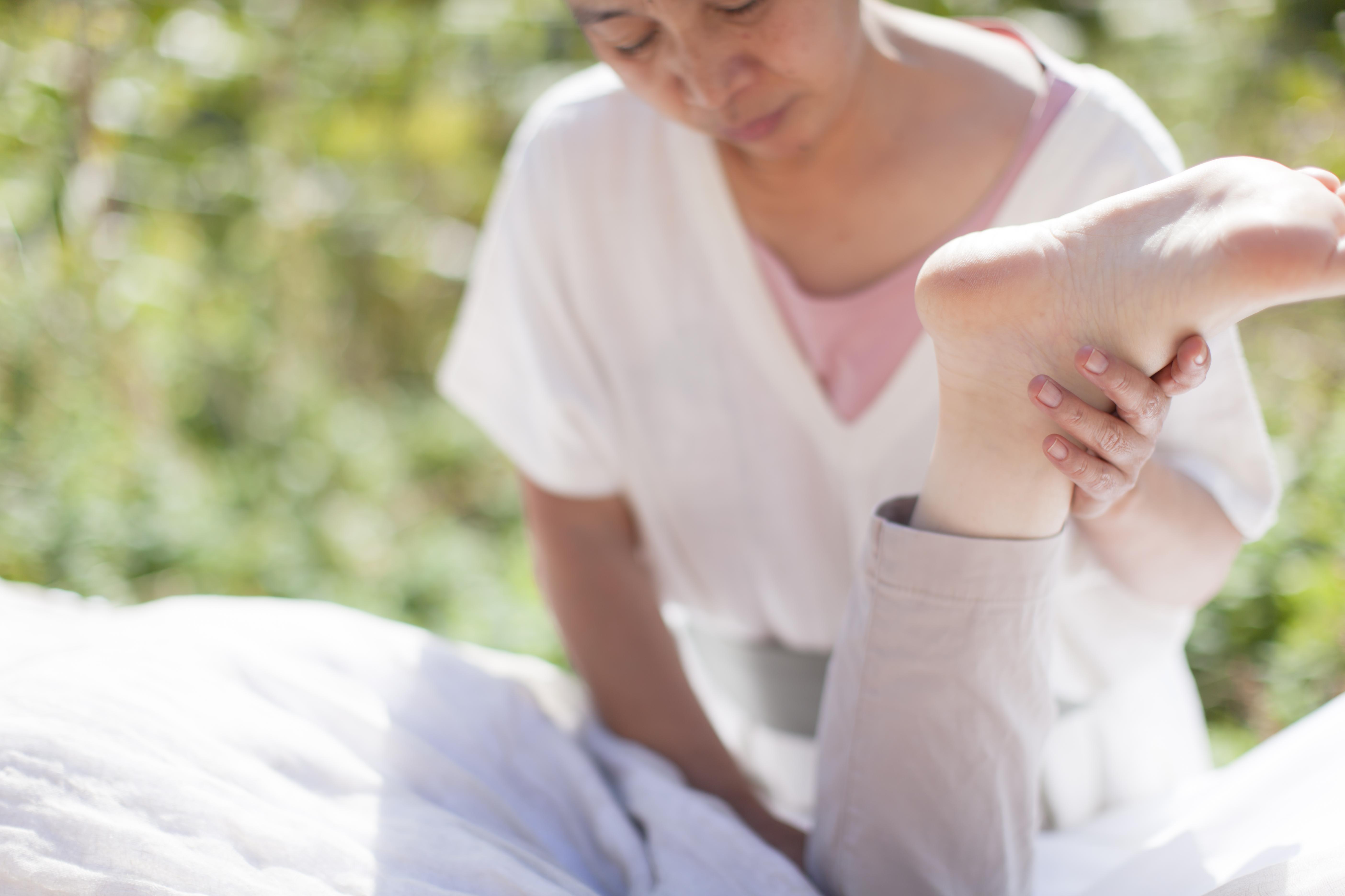足のムーヴメント ゆったりセラピー 受動的な動き エサレンボディワーク 心で触れる